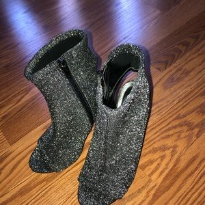 Steve Madden Shoes - New Steve Madden glittered peep toe bootie